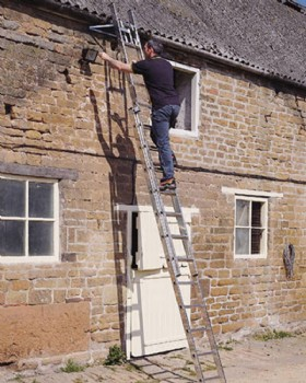 Youngmans Builders Trade 30 Rung Class 2 Triple Ladder